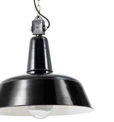 Disse loftlamper er i sorte og hvide farver i stål.